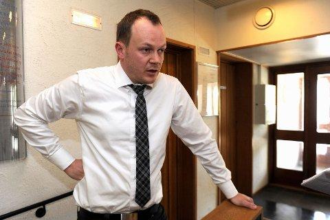 Advokat Arild Almklov var forsvarer for den tiltalte 18-åringen i Sandefjord tingrett. Han la ned påstand om frifinnelse for volden, men ble ikke hørt av retten. Arkivfoto: Atle Møller