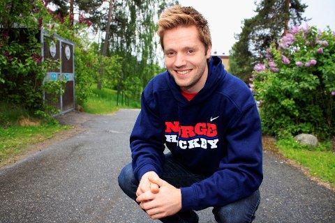Norges nye hockeyyndling, Lars Haugen fra Høyenhall, har brukt den siste tiden til å koble av hjemme på Tveita. Mange hevder keeperen vil tidoble lønnen sin i KHL.