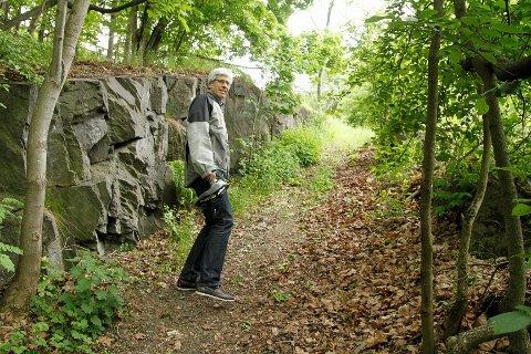 NYE MULIGHETER: Pål Kristian Berger sykler ofte Kongsveien og mener man må se på muligheten av å bruke oldtidsveien Grønlikleiva som sykkeltrasé.