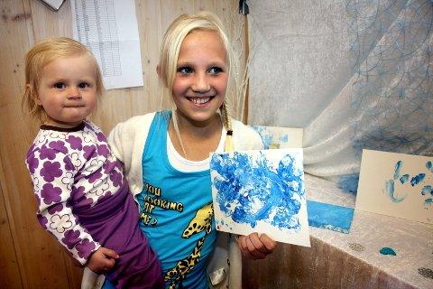 STOLT STORESØSTER. Ida Fredrikke Kjellmann (12) var kjempeimponert over vinterbildet til lillesøster Mia Marielle Simensen (1 1/2).