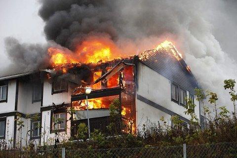 STORBRANN: To leiligheter ble totalskadet og fire andre fikk store røyk- og vannskader da det brant på Ånnerud i november 2009. FOTO: ULF HANSEN