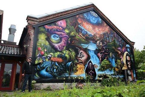 VEGGPRYD «Save the Planet» heter megaverket på en av St Croixs bakvegger. Kunstneren Stubberud har brukt to måneder på verket. Foto: Ole-Morten Vestby