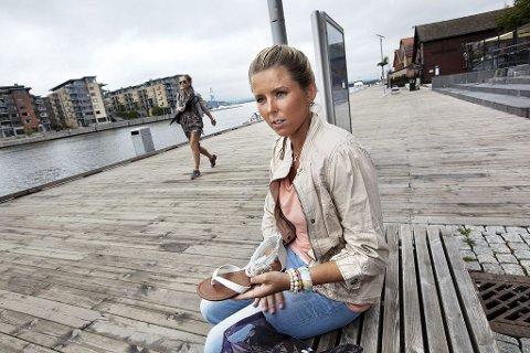 UREGLEMENTERT: Fredag ble Susanne Eliza Enger stoppet i døren på Harbour på grunn av feil skotøy. Hun trodde først at vakten tullet. Foto: Christian Roth Christensen