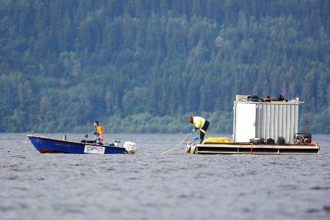 Søket fortsetter rundt Utøya etter savnede.