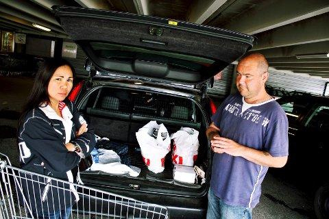Morten og Delores Kristensen fra Lier var på handletur på Maxi-senteret da markeringen klokken tolv nærmet seg. – Jeg tok en pause, kikket ned, og ba inni meg, forteller Delores.