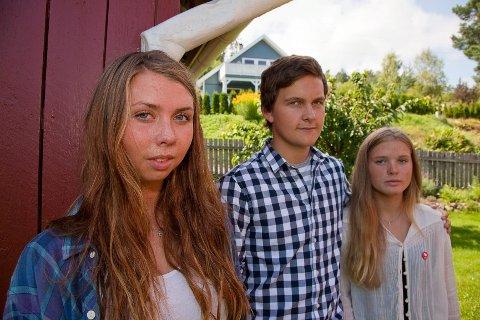 Mari Eriksen, Oda Eriksen og Johannes Andersen Torp fra Hurum er overveldet over støtten de har fått.