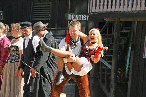 Innbyggerne i Deadwood er en stor flokk frivillige med western som hobby.