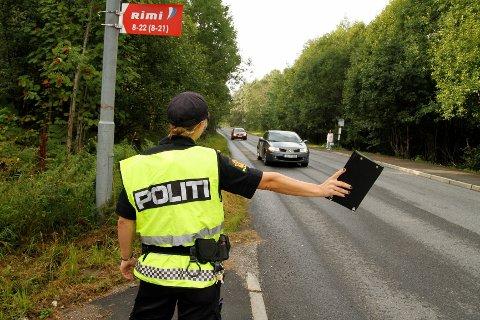 KONTROLL: Aksjon skolestart er i gang og politiet har daglige kontroller. I dag mistet to bilførere lappen etter å ha kjørt i 92 og 86 km/t forbi Østensjø skole.