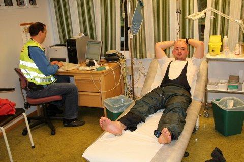 REISENs SLUTT: Gåturen til Trondheim endte hos legevakta på Rena. Der fikk Kurt Folvell klar beskjed om å avslutte turen, etter at han hadde fått en blemme på 4 ganger 5 centimeter under hælen.