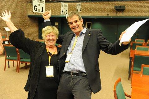 To vinnere ved valget i Sandefjord; ordfører Bjørn Ole Gleditsch (H) og Anne Marie Gustavsen (Ap). Gustavsen gir seg i bystyret, men er likevel glad over Aps framgang. Foto: Per Langevei