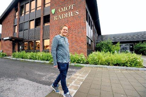 NYTT: Espen André Kristiansen (25) fra Rena har studert de siste seks årene. Nå forlater han den lille jobben han har på Jernia, til fordel for ordførervervet i Åmot.FOTO: ANITA HØIBY GOTEHUS