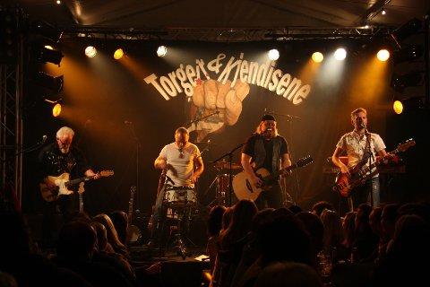 Torgeir og Kjendisene sørget for liv og røre under jubileumskonserten på Tollboden. Hundrevis av personer fikk se bandet opptre.
