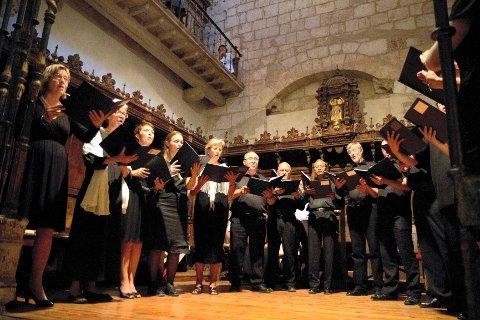 KOR: Rundt 300 frammøtte fikk lørdag kveld se og oppleve middelaldermusikk fra Tønsbergs eget St. Olav-kor.