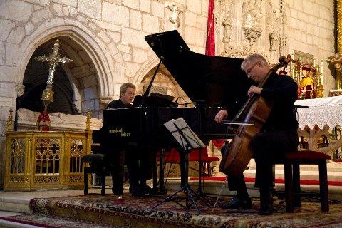 KONSERT: De norske musikerne Øyvind Gimse (cello) og Vebjørn Anvik (piano) spilte under lørdagens kirkekonsert.