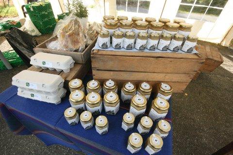 Lokal honning, egg og saftige fenalår. Økologisk og fra Frogn.