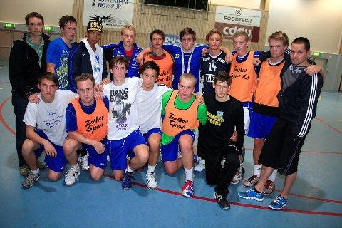 LANGT NEDE: G18-laget til Oppsal har holdt sammen i hele 10 år, men nå er eventyret over. I forrige uke trente mange av de talentfulle spillerne sammen for kanskje aller siste gang.