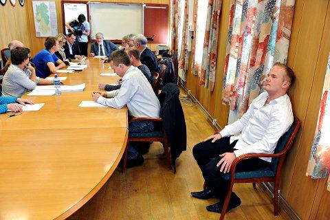 Feil under opptellingen av stemmesedlene etter kommunevalget i Ski gjorde at Aleksander T. Arnesen (til høyre) først fikk beskjed om at han hadde fått 114 slengere. Riktig svar: nullFOTO: OLE KR. TRANA