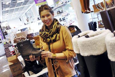 1df296e3 OVER EN LAV SKO: Michelle Stenersrød på Dna har solgt mange lave  gummistøvler i høst