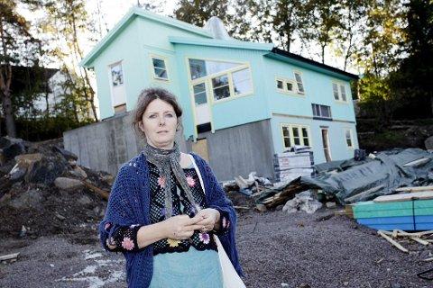 FARGEKRANGEL: Linda Lie har fått naboer på nakken på grunn av sitt fargevalg. Foto: Eric Johannessen