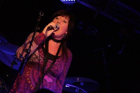 Vokalist Merete Næss var med sin hese røst med å skape god stemning på Reenskau i helga.