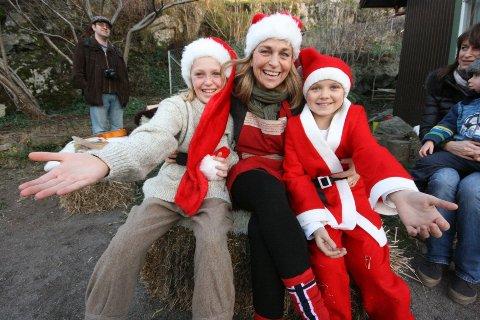 Emma Borgen Andersen, Rita Schaffer og Maren Rearden ønsket store og små velkomne til årets julemarked på Drøbak Montesorriskole.