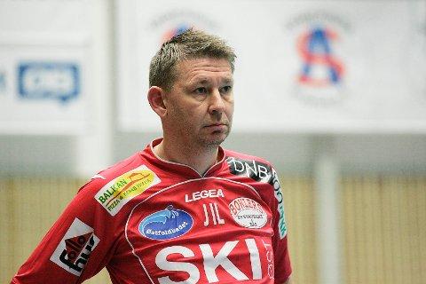 Follo HK-trener Jan-Ivar Lorentzen var naturlig nok ikke fornøyd med  tidenes første Follo-tap i Follotrykk Arena. FOTO: CHRISTINE HEIM