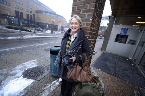 Det er langt mellom vintersørpe i Ski og paradorene i Spania. Nå skal Jóna Hafdis Einarsson ut å markedsføre boken sin. FOTO: CHRISTIAN CLAUSEN