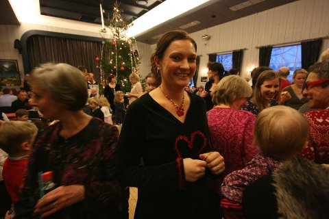 Elin Henriksen Billing var sjefen for årets juletrefest i storsalen på Folkvang. -Vannvittig gøy at det kom så mange! Dette ble en skikkelig fest.