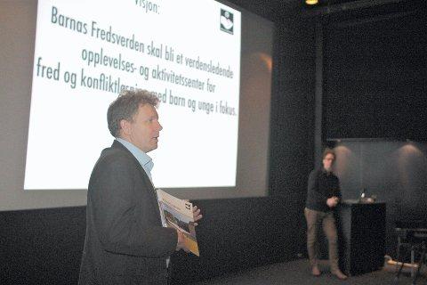 Prosjektleder for Barnas Fredsverden Geir Olsen og kreativ leder Håkon Sæther (i bakgrunnen) presenterte de seneste planene for senteret de vil opprette like ved Konventionsgaarden.