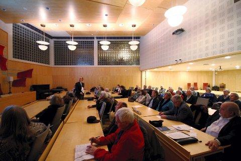 NESTEN FULLT: Mange ville høre hva Dag N. Kristoffersen hadde å si om arbeidet som legges ned i anledning 200-års jubileet for grunnloven i Norgen i 2014.