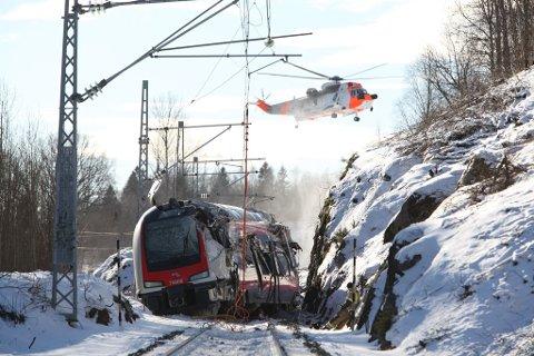 Deler av togsettet ble knust i sammenstøtet.
