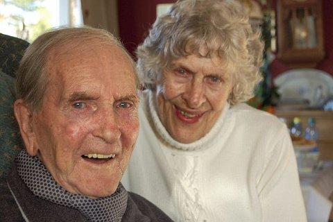 SAMMEN:  Else og Leif Heimstad, bestyrerparet på Konvoibyen i Risør, har vært sammen om det meste. Og har gjort en særdeles fortjenstfull innsats for krigsseilerne i over 40 år. Det får de kongelig heder for i dag.  ALLE FOTO: GRO LARSEN