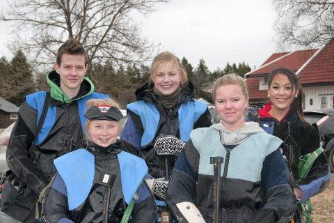 Disse vant Follocupen: Anders Bråte (f.v.), Kari Mørck, Inga Mørck, Stine Englund og Siri Simensen – alle fra Ski skytterlag.  Foto: Kristine Mørck