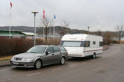 FOR LANG: Denne Saaben og vogn er ca 12,60. Vognen er en svært vanlig størrele med boenhet på 6 meter. Saaben er vel omtrent som mye brukte trekkbiler som Toyota Avensis, Ford Mondeo og Volvo v70. FOTO: Torsten Hellner