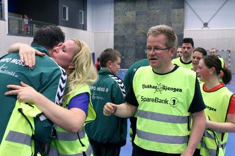 Lars Norsted (til høyre) og Renate Schjolden i Tjukkasgjengen takker Tempo Moss for kampen.