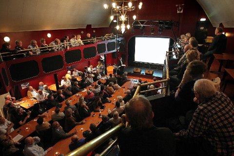 Det var fullt hus da Moss Avis inviterte til folkemøte om parlamentarisme i Tivoli Amfi onsdag kveld.
