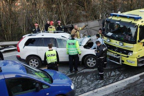 Føreren av personbilen, en 42 år gammel mann, døde av skadene han ble påført i ulykken.