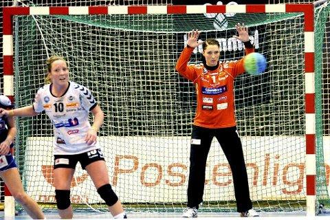 Ellen Marie Folkvord (venstre) og Emily Stang Sando var Flints beste, men laget kom aldri helt opp på sitt beste nivå i Kristiansand.