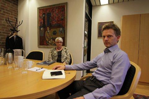 Rett etter at ledelsen i Moss kommune fikk beskjeden om at Peterson Paper er konkurs, holdt ledelsen krisemøte. Her med Bente Hedum og Tage Pettersen.