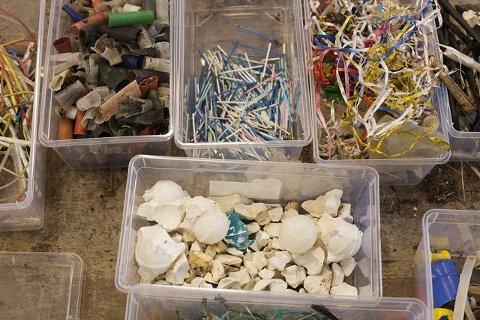 Et lite utvalg. Alle små gjenstander blir sortert i egne kasser og registrert.