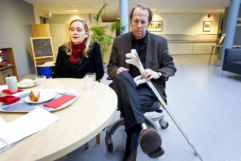 SKADET: Sissel Vestli og Vidar Vestli var i regjeringskvartalet fredag 22. juli da bomben smalt. Vidar ventet ved parets bil i Grubbegata, kun 40-50 meter fra høyblokka, samtidig som Sissel gjorde seg klar til å gå fra jobben sin i Justisdepartementet. Sissel kom uskadd fra hendelsen, men Vidar ble hardt skadd og mistet sin høyre fot. Foto: Håkon Mosvold Larsen / Scanpix