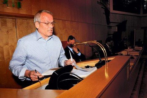 GASS OG BREMS: Jan Nærsnes (H) har rett i at utgiftene må bremses opp. Men en annen måte å gjøre det på er å få opp inntektene. FOTO: OLE KRISTIANSEN