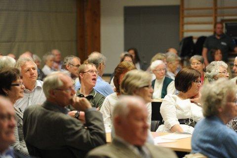 En lydhør forsamling fulgte med da skuespiller og forfatter Marte Wexelsen Goksøyr talte under Vestfold Kr.Fs 1. mai-arrangement på Gjennestad.