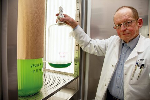 Professor Dag Klaveness fra Sandefjord oppdaget den unike mikroorganismen en innsjø i Ås. Den er aldri tidligere funnet i Norge.