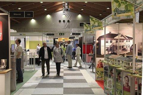 FØRSTE: Det er første gang en stor bygge- og boligmesse finner sted i Kongsberghallen. FOTO: Lars bryne