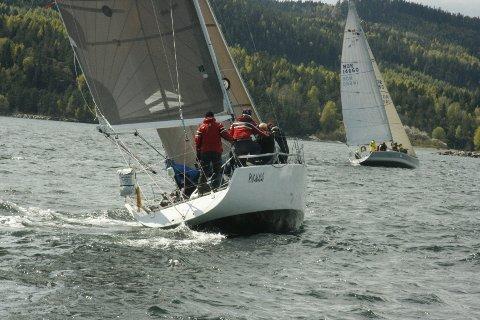 Båten Pakalolo tok første seier i den nye sammenlagtserien Villa Malla Cup som gjennom sesongen innebærer fem seilaser i Indre Oslofjord.