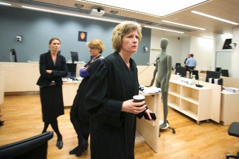 Bistandsadvokat Siv Hallgren forventer flere tøffe uker i retten.