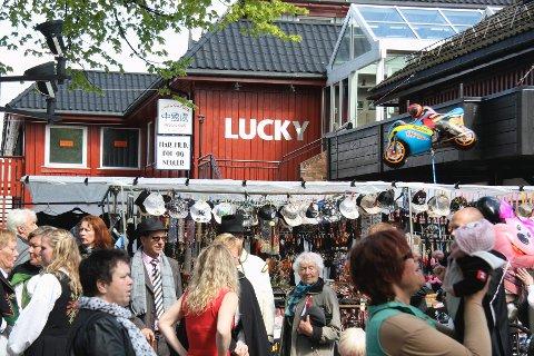 Salgsboder sperret for innsynet til Lucky Luke og China Garden på 17. mai. Bareier og huseier raser.