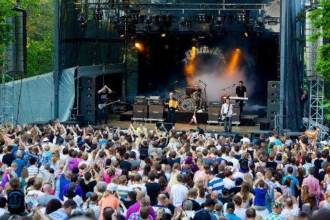 Den nye sceneplassen til Tønsbergmessen var stappfull av folk under Plumbo-konserten 25. mai.