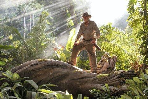 BESTEFAR: Michael Caine er eksentrisk bestefar og oppdager som har funnet Jules Vernes hemmelige øy.